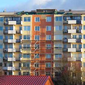 Åttavåningshus med avblåst tak